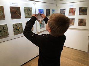enfant_exposition_art_contemporain
